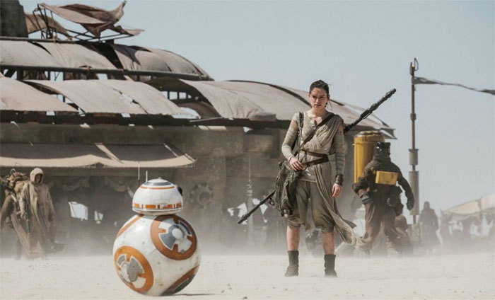 Star_Wars_Force_Awakens_A_Girl_and_Her_Droid